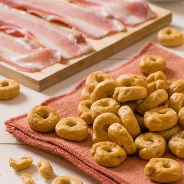 small-taralli-with-bacon